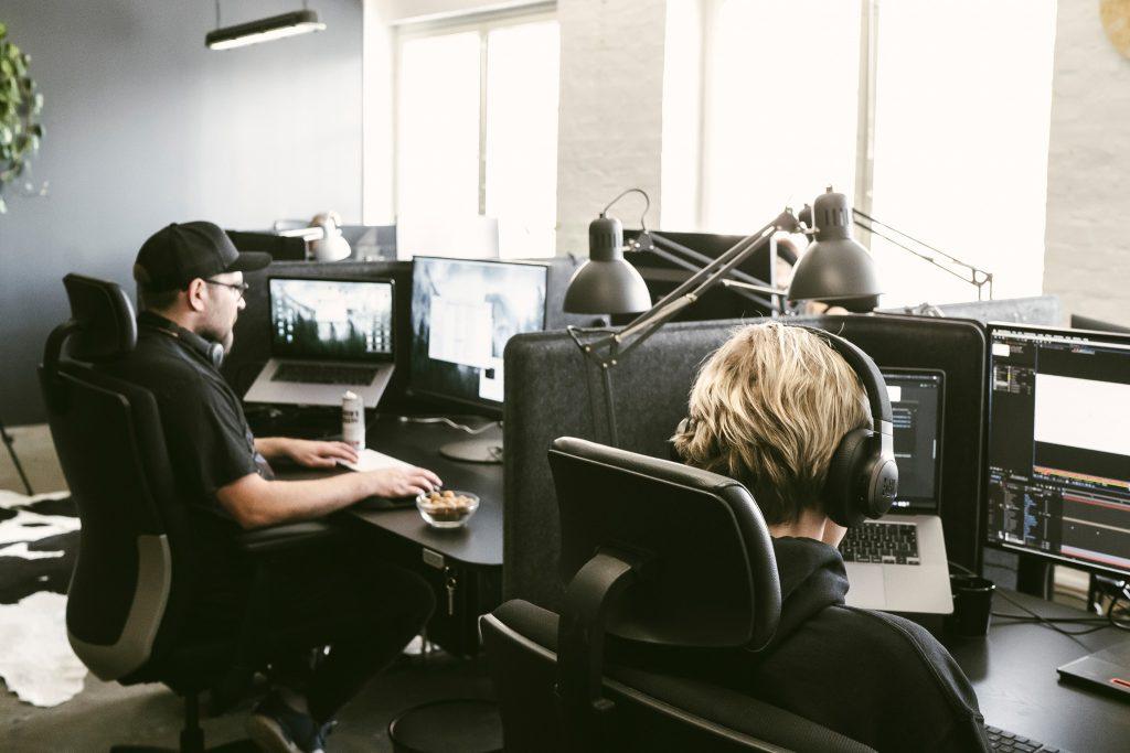 Digitaalisen markkinoinnin tekemistä Visual Fridayn toimistolla